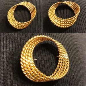 🔆 Monet women's golden brooch